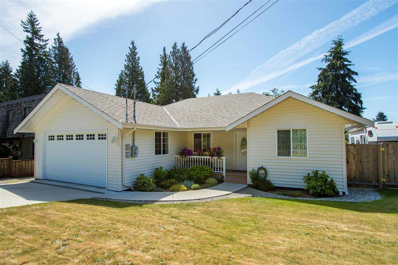 Main Photo: 1127 MALAVIEW Road in Gibsons: Gibsons & Area House for sale (Sunshine Coast)  : MLS®# R2375658