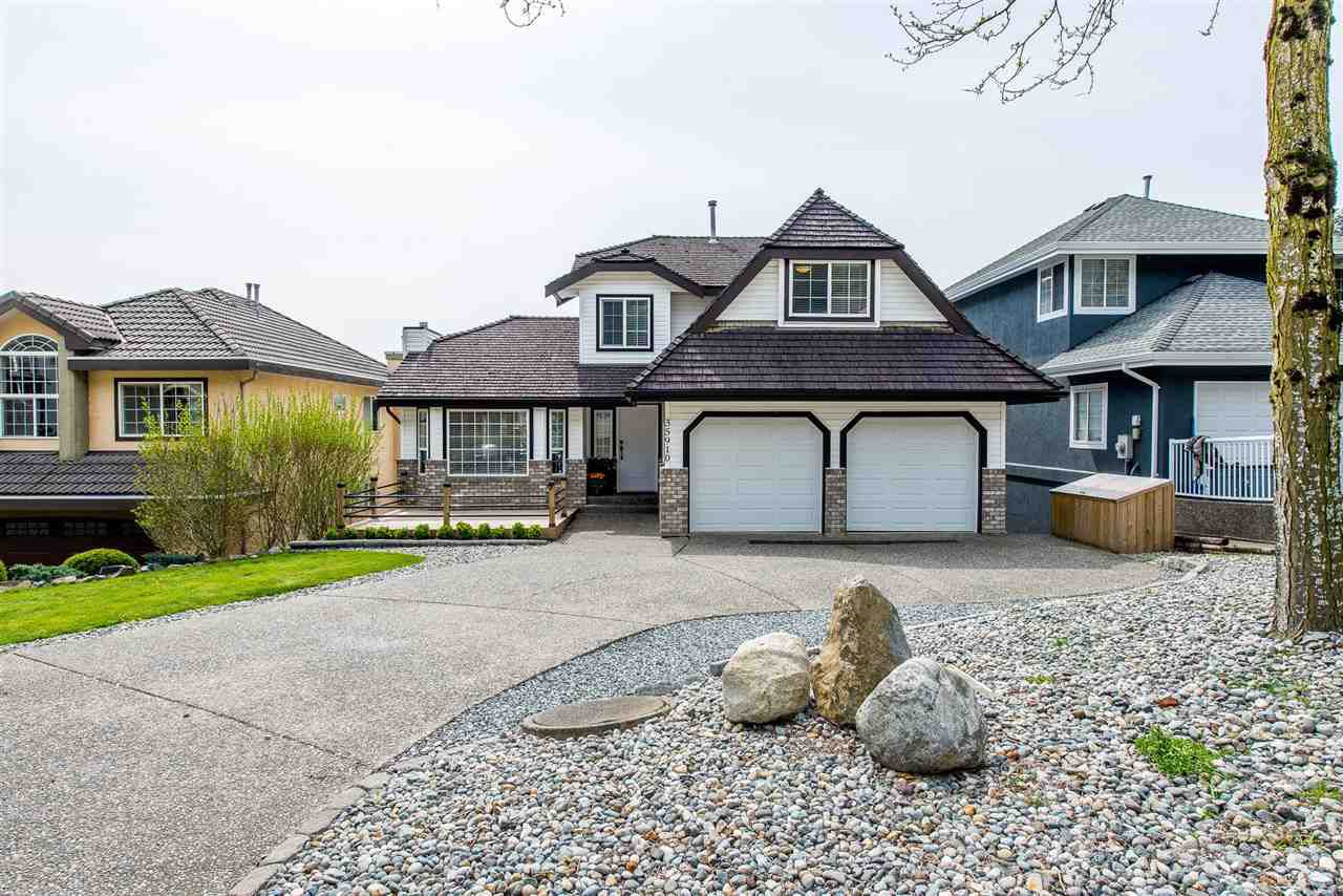 Main Photo: 35910 REGAL Parkway in Abbotsford: Abbotsford East House for sale : MLS®# R2382917