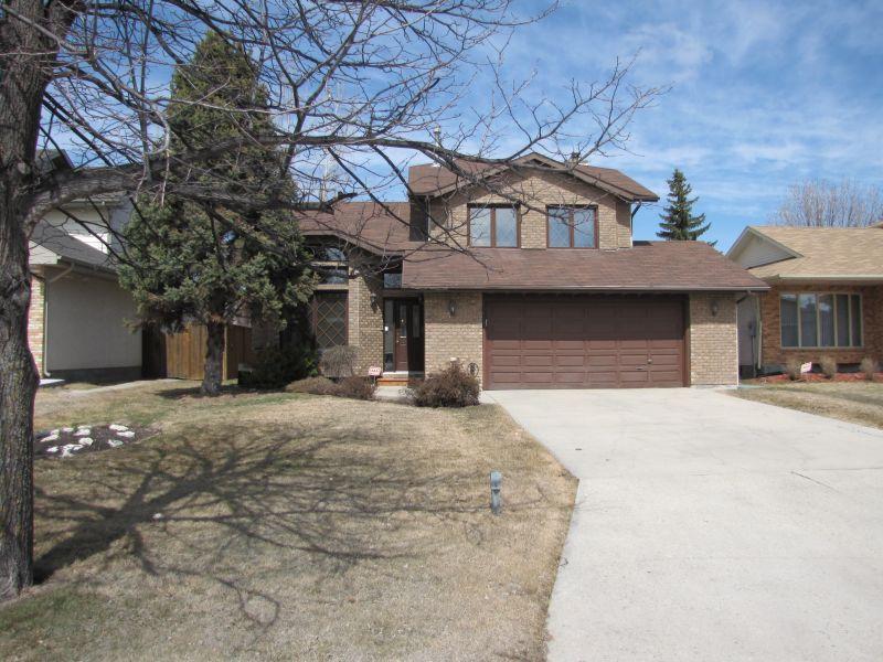 Main Photo: 14 Foxmeadow Drive in WINNIPEG: River Heights / Tuxedo / Linden Woods Residential for sale (South Winnipeg)  : MLS®# 1406121