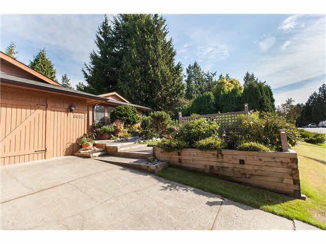 "Main Photo: 6852 WESTVIEW Drive in Delta: Sunshine Hills Woods House for sale in ""Sunshine Hills"" (N. Delta)  : MLS®# F1451237"