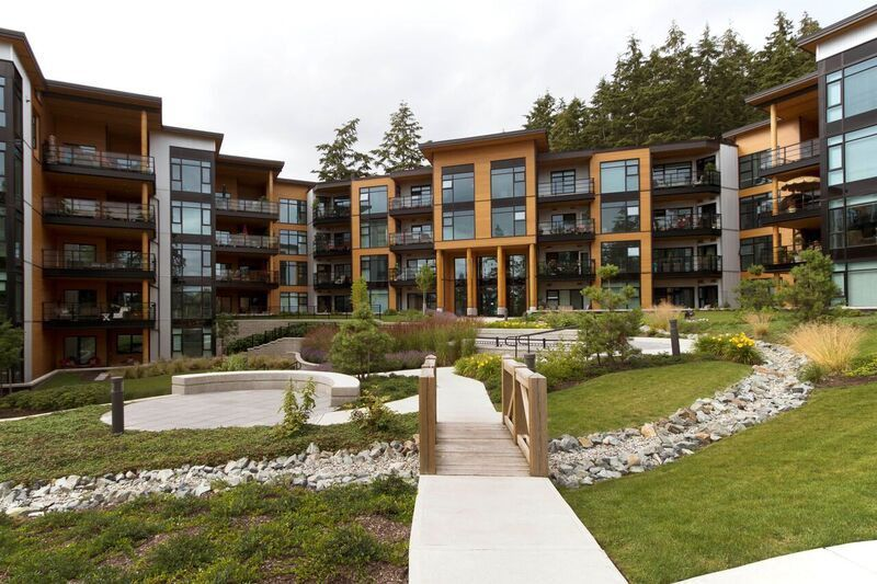 """Main Photo: 213 14855 THRIFT Avenue: White Rock Condo for sale in """"THE ROYCE"""" (South Surrey White Rock)  : MLS®# R2092484"""