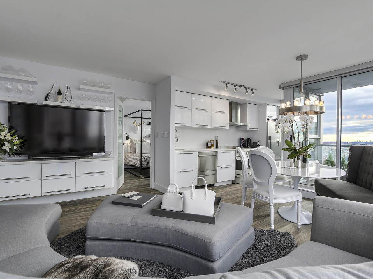 Main Photo: PH 3001 131 REGIMENT Square in Vancouver: Downtown VW Condo for sale (Vancouver West)  : MLS®# R2119062
