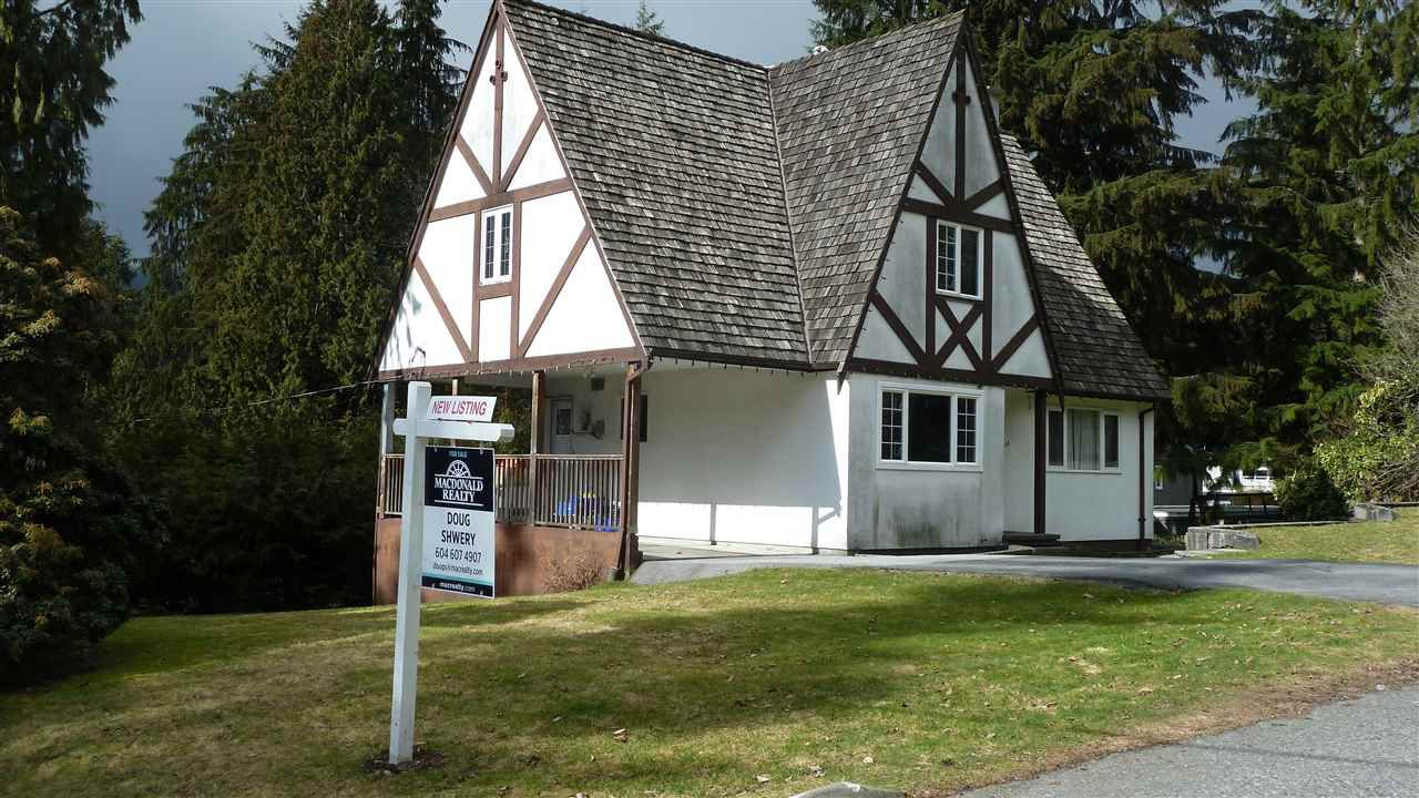 Main Photo: 4935 CEDARCREST Avenue in North Vancouver: Canyon Heights NV House for sale : MLS®# R2137458