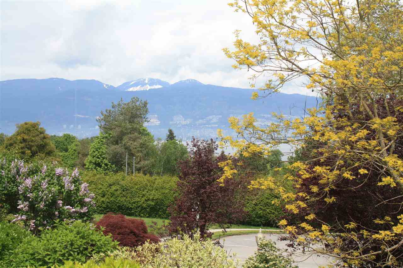 Main Photo: 2517 WALLACE Crescent in Vancouver: Point Grey House for sale (Vancouver West)  : MLS®# R2167942