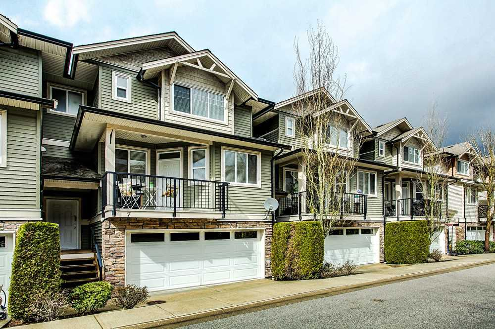 "Main Photo: 7 11720 COTTONWOOD Drive in Maple Ridge: Cottonwood MR Townhouse for sale in ""COTTONWOOD GREEN"" : MLS®# R2261572"