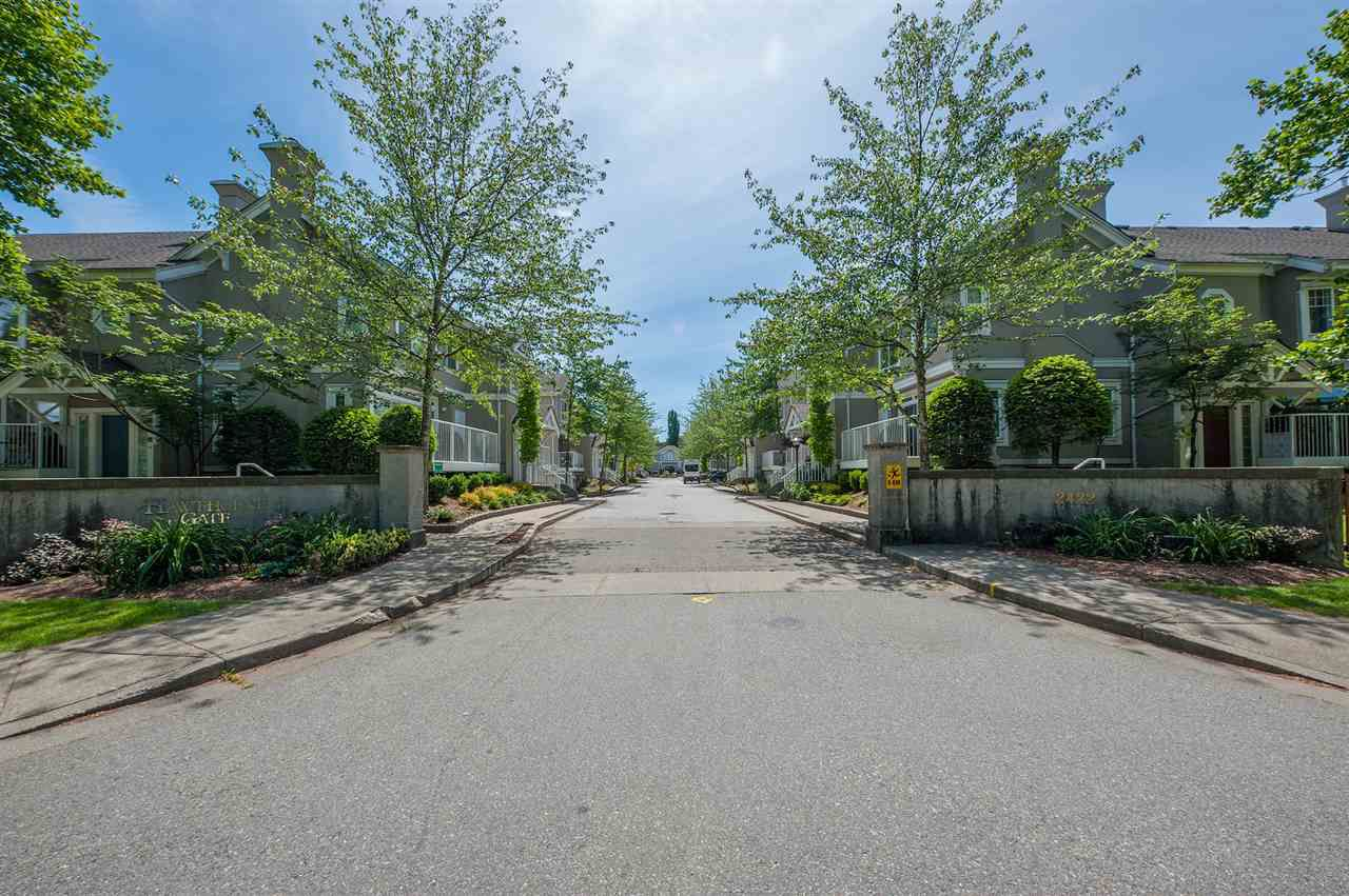 Main Photo: 59 2422 HAWTHORNE Avenue in Port Coquitlam: Central Pt Coquitlam Townhouse for sale : MLS®# R2375613