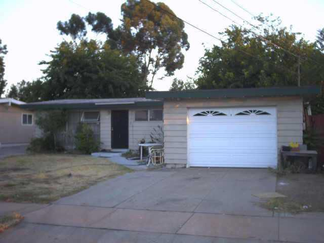 Main Photo: EL CAJON House for sale : 4 bedrooms : 1147 Naranca