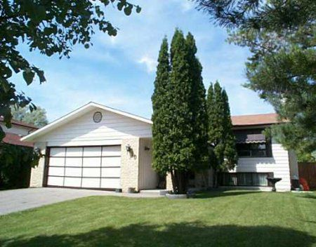Main Photo: 10 Gardenia Bay: Residential for sale (Maples)  : MLS®# 2512382