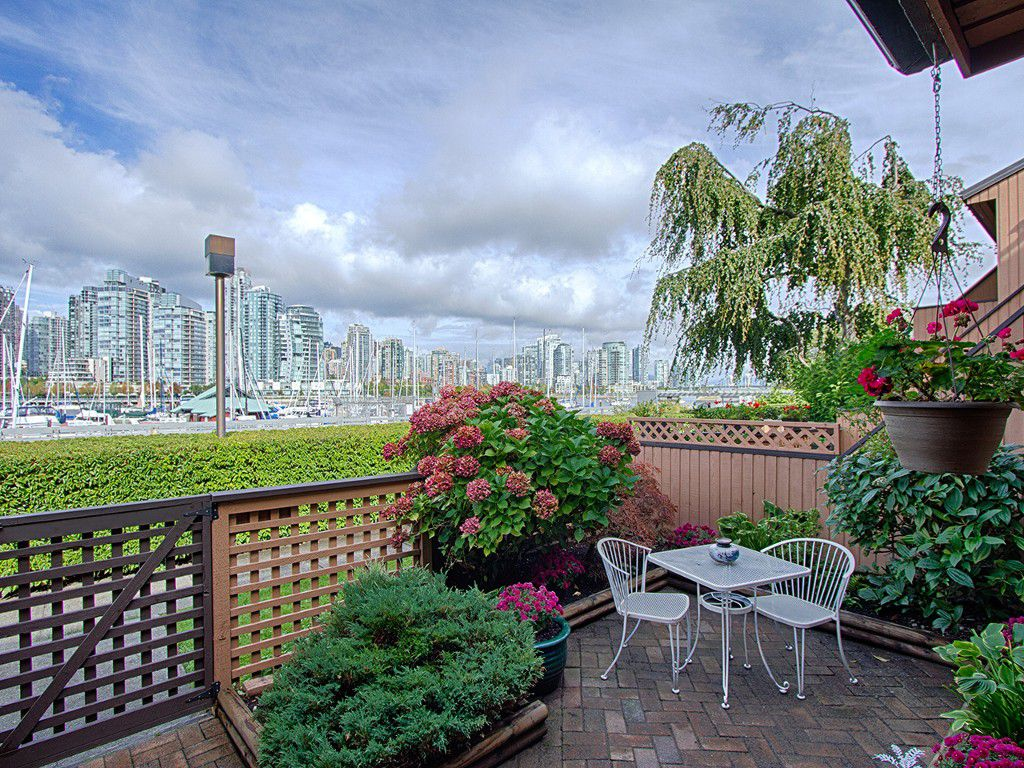 "Main Photo: 1030 IRONWORK PASSAGE in Vancouver: False Creek Townhouse for sale in ""MARINE MEWS"" (Vancouver West)  : MLS®# V1086764"