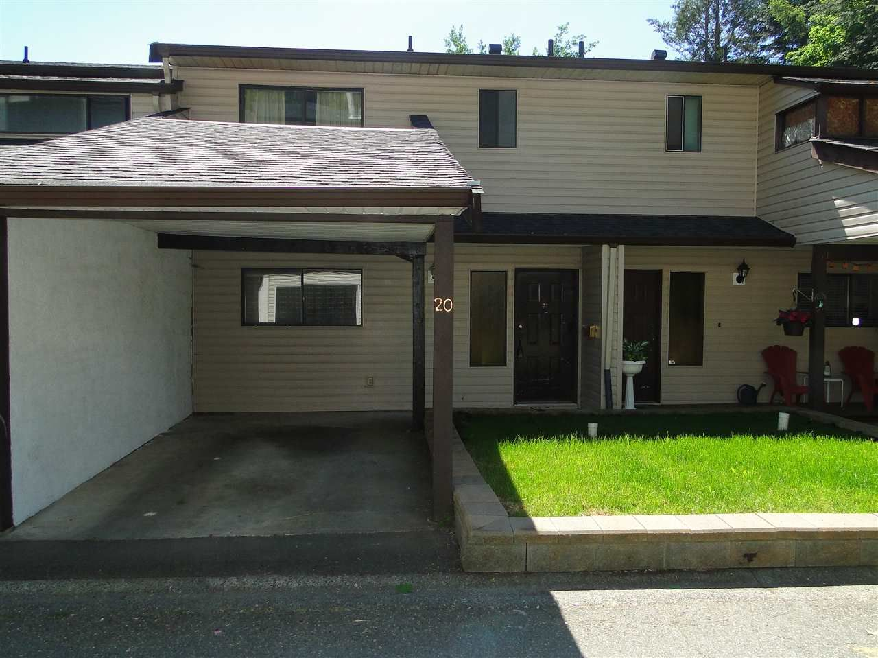 "Main Photo: 20 32705 FRASER Crescent in Mission: Mission BC Townhouse for sale in ""Black Bear Estates"" : MLS®# R2070251"