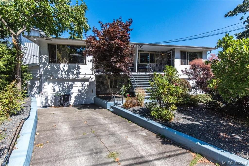 Main Photo: 1174 Craigflower Road in VICTORIA: Es Kinsmen Park Revenue Duplex for sale (Esquimalt)  : MLS®# 382906