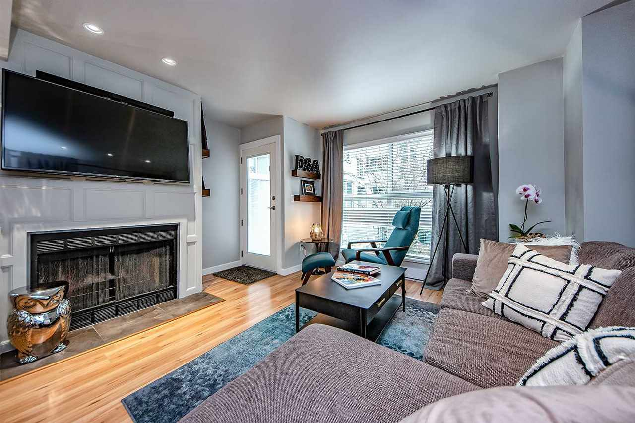 "Main Photo: 9 877 W 7TH Avenue in Vancouver: Fairview VW Townhouse for sale in ""EMERALD COURT"" (Vancouver West)  : MLS®# R2341517"