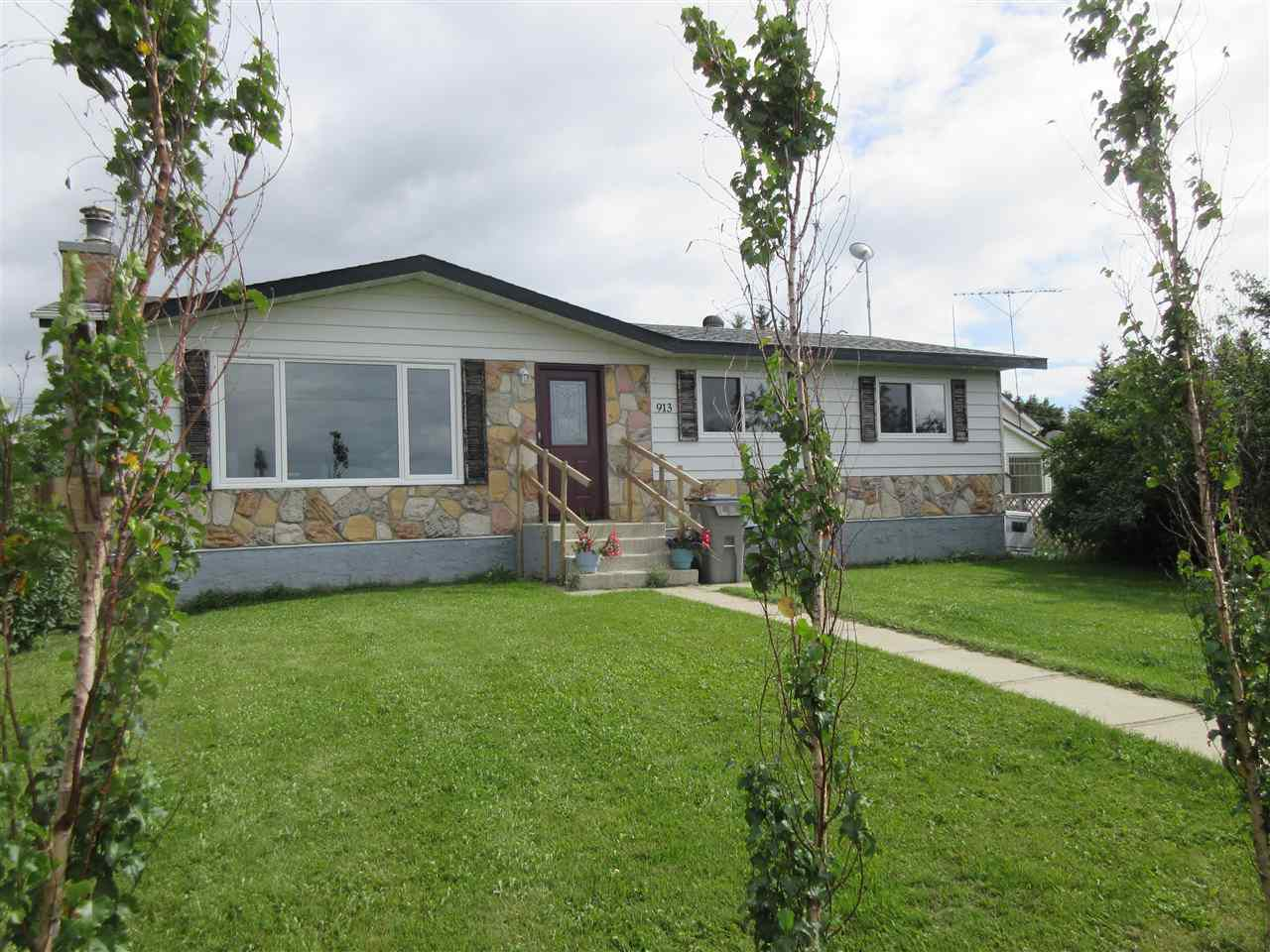 Main Photo: 913 2 Street: Thorhild House for sale : MLS®# E4148663