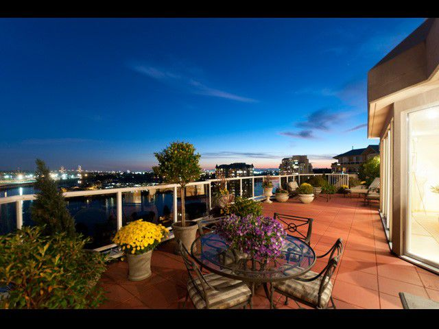 Main Photo: SPH -1 1185 Quayside Drive in New Westminster: Condo for sale : MLS®# v975858