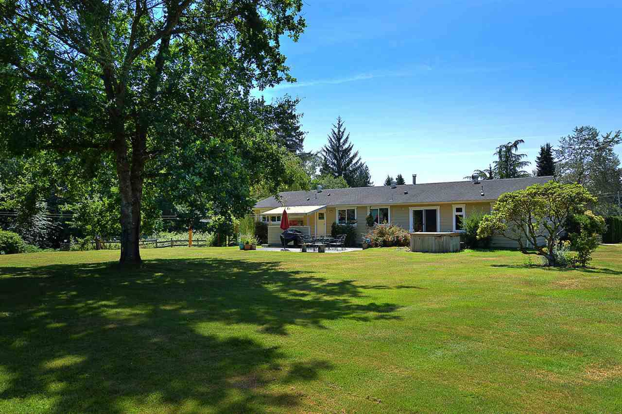 Main Photo: 5688 MASON Road in Sechelt: Sechelt District House for sale (Sunshine Coast)  : MLS®# R2085291