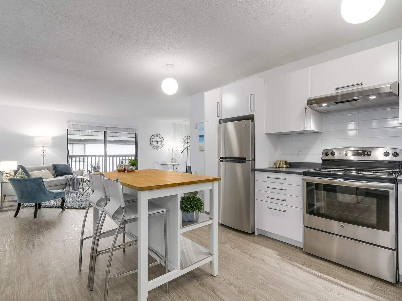 """Main Photo: 304 270 W 3RD Street in North Vancouver: Lower Lonsdale Condo for sale in """"Hampton Court"""" : MLS®# R2220368"""