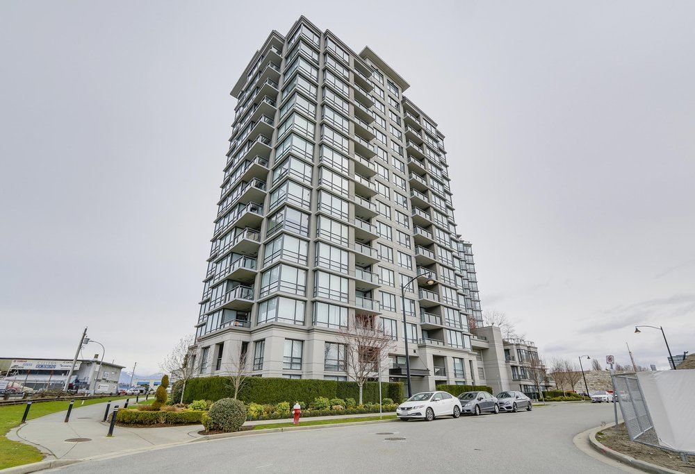 "Main Photo: 1606 3333 CORVETTE Way in Richmond: West Cambie Condo for sale in ""Wall Center Richmond"" : MLS®# R2250621"