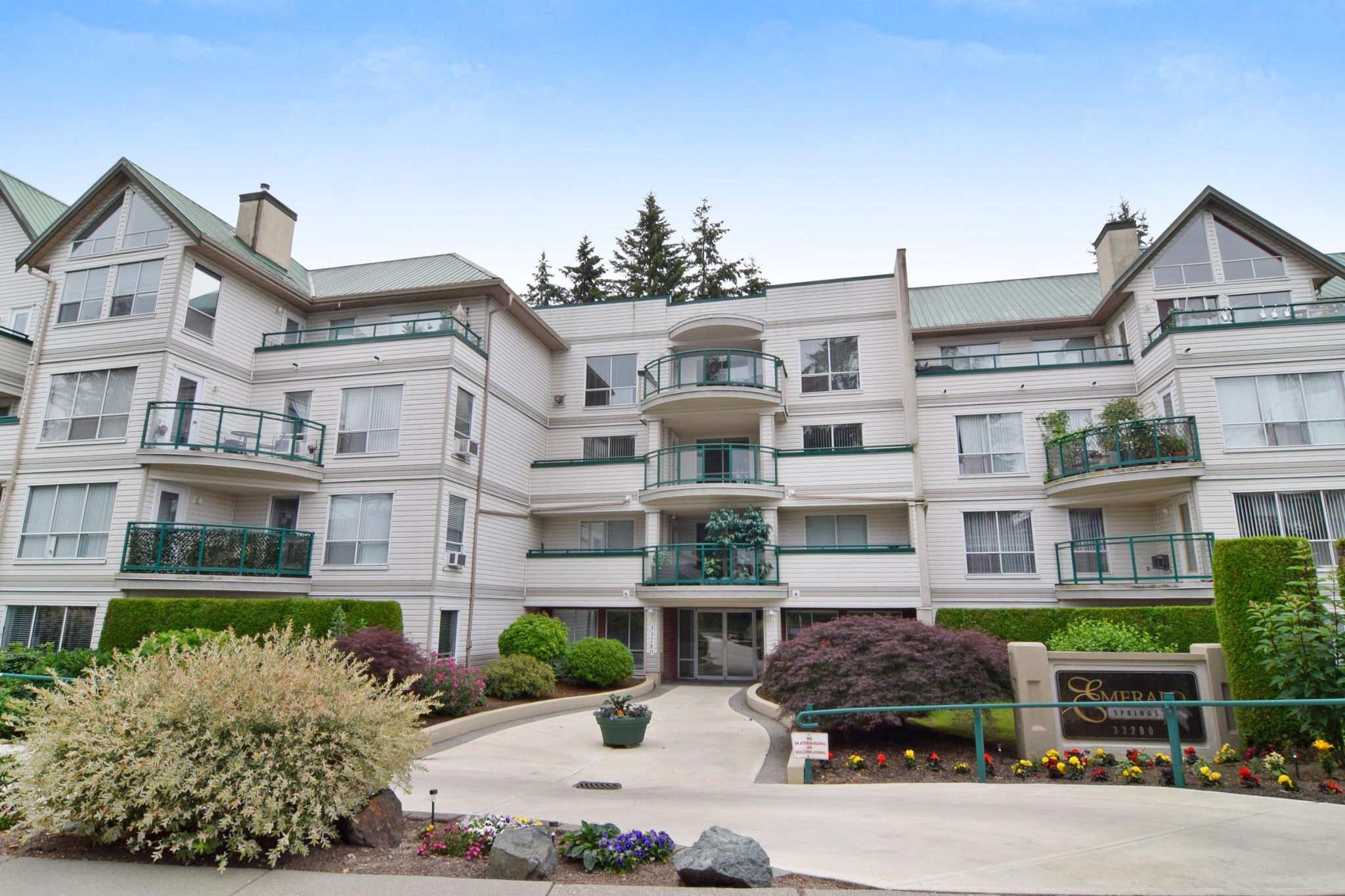 "Main Photo: 417 33280 E BOURQUIN Crescent in Abbotsford: Central Abbotsford Condo for sale in ""Emerald Springs"" : MLS®# R2282707"