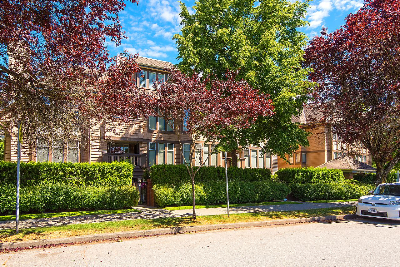 """Main Photo: E204 623 W 14TH Avenue in Vancouver: Fairview VW Condo for sale in """"CONNAUGHT ESTATES"""" (Vancouver West)  : MLS®# R2290311"""