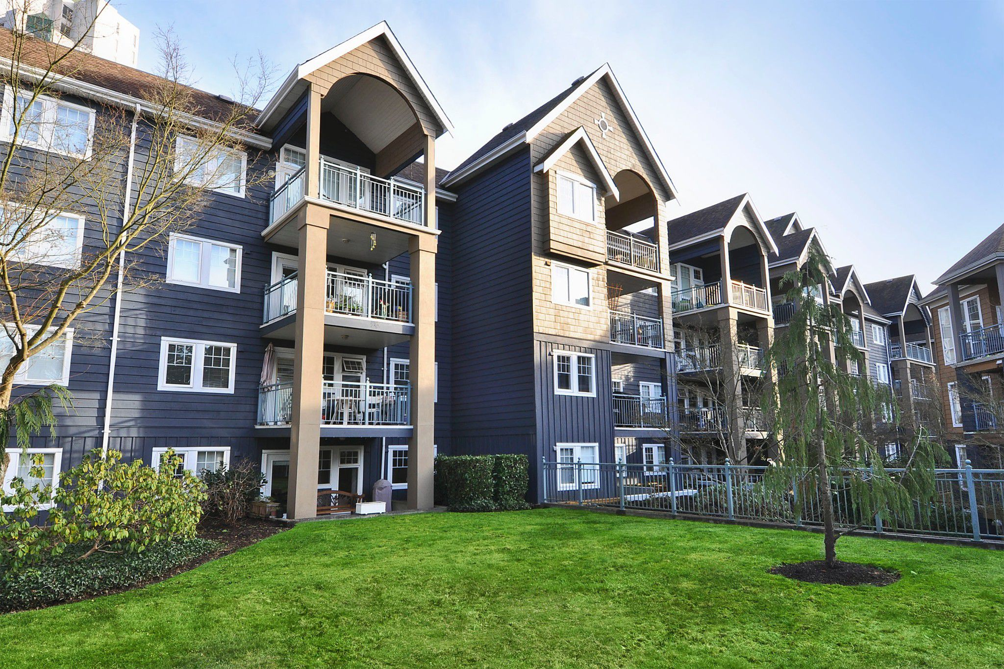 "Main Photo: 114 1190 EASTWOOD Street in Coquitlam: North Coquitlam Condo for sale in ""LAKESIDE TERRACE"" : MLS®# R2333794"