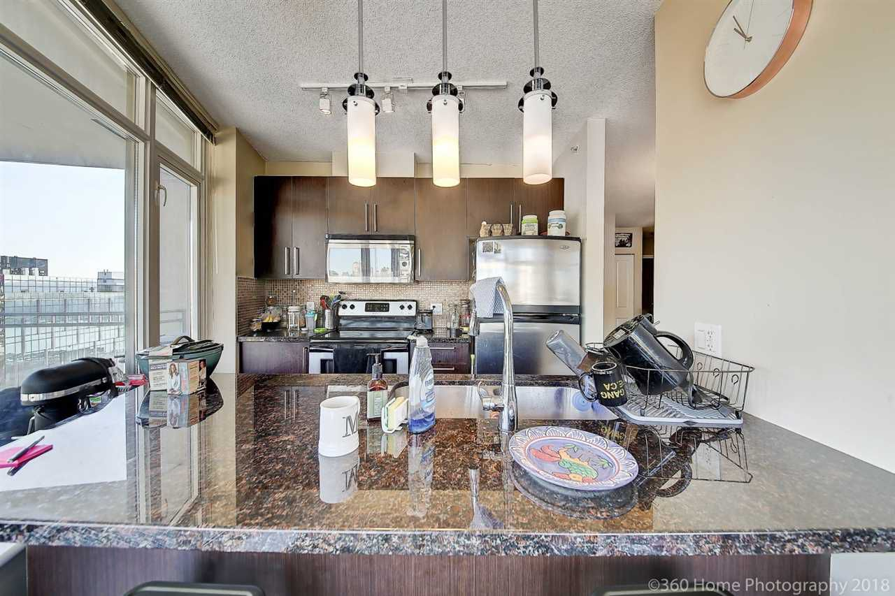 """Main Photo: 2006 888 CARNARVON Street in New Westminster: Downtown NW Condo for sale in """"MARINUS"""" : MLS®# R2338912"""