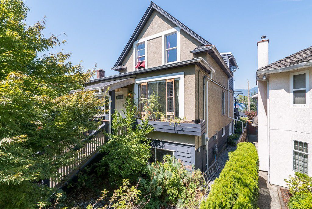 Main Photo: 2149 PARKER Street in Vancouver: Grandview VE House for sale (Vancouver East)  : MLS®# V1138745