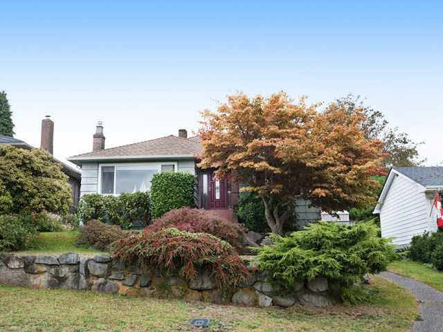 """Main Photo: 812 E 6TH Street in North Vancouver: Queensbury House for sale in """"Queensbury"""" : MLS®# R2021959"""