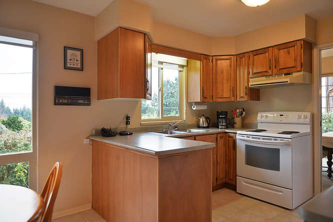 "Photo 10: Photos: 4746 FIR Road in Sechelt: Sechelt District House for sale in ""DAVIS BAY"" (Sunshine Coast)  : MLS®# R2132730"