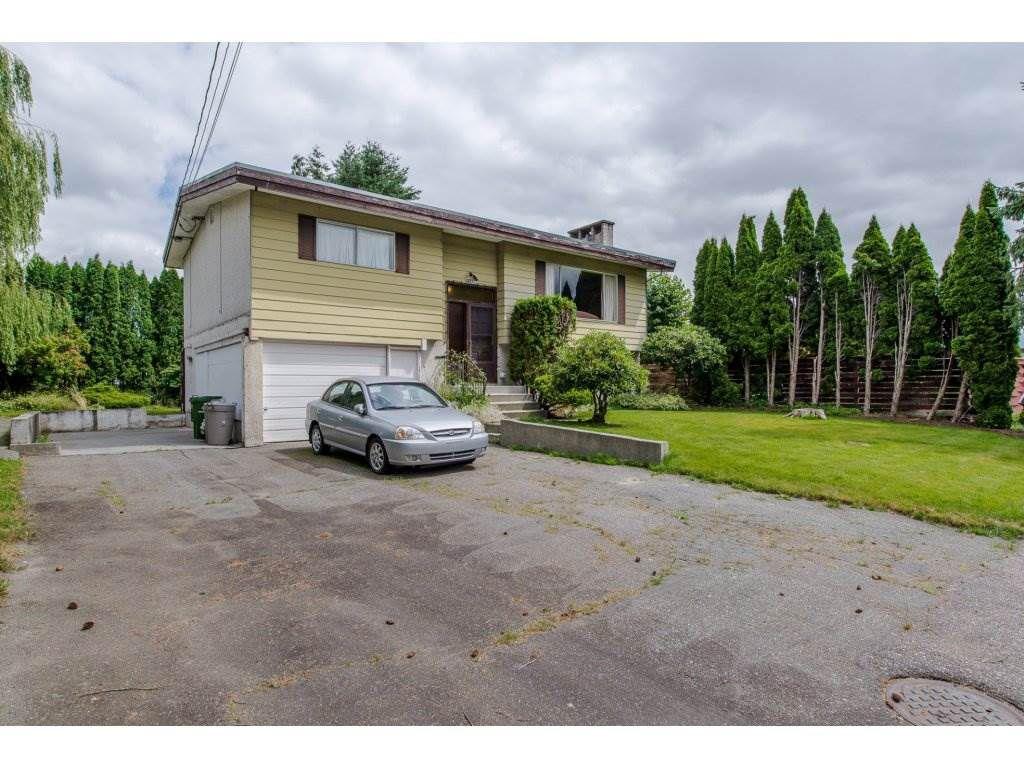 Main Photo: 45231 OLIVER Crescent in Sardis: Sardis West Vedder Rd House for sale : MLS®# R2182311