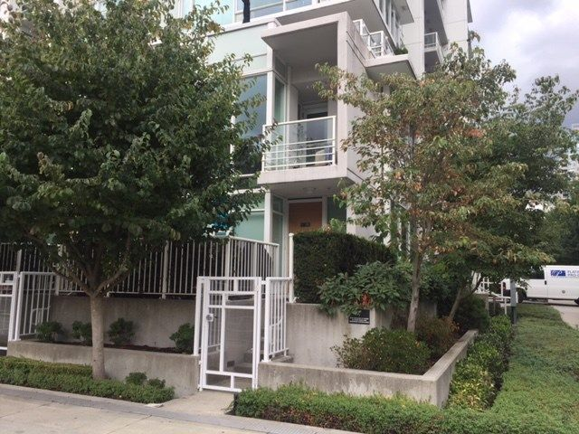 """Main Photo: 102 161 W GEORGIA Street in Vancouver: Downtown VW Townhouse for sale in """"COSMO"""" (Vancouver West)  : MLS®# R2231413"""