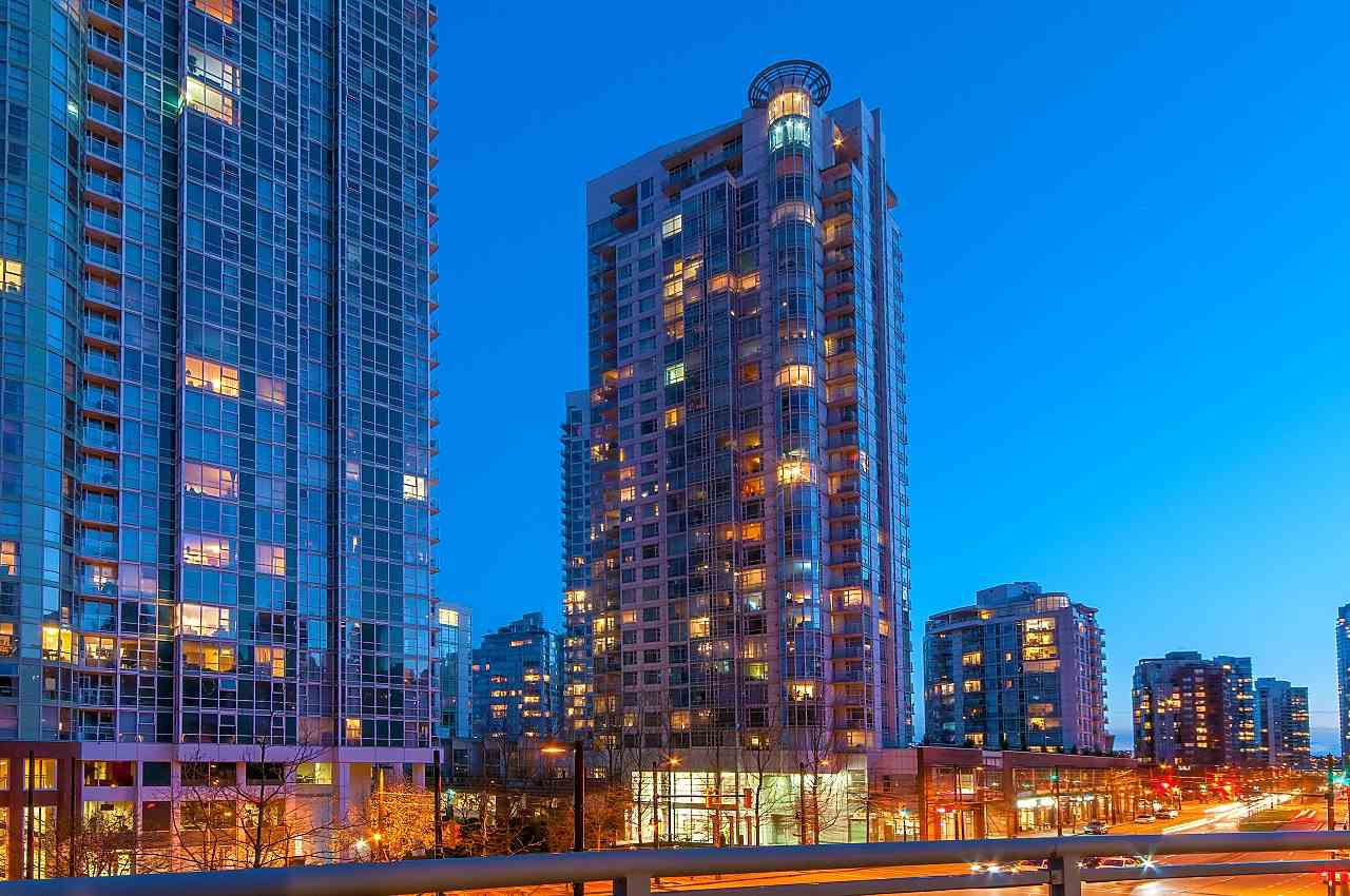 Main Photo: 302 198 AQUARIUS MEWS in Vancouver: Yaletown Condo for sale (Vancouver West)  : MLS®# R2231023