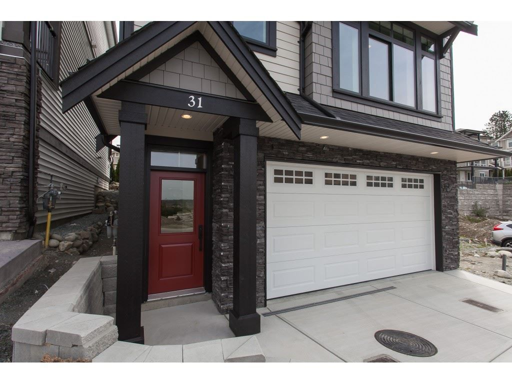 """Main Photo: 31 4295 OLD CLAYBURN Road in Abbotsford: Abbotsford East House for sale in """"Sunspring Estates"""" : MLS®# R2253097"""