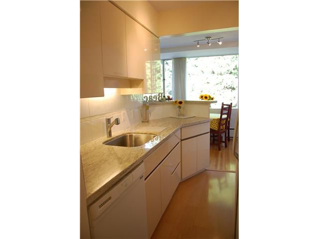 """Main Photo: 211 2290 MARINE Drive in West Vancouver: Dundarave Condo for sale in """"SEAVIEW GARDENS"""" : MLS®# V908588"""