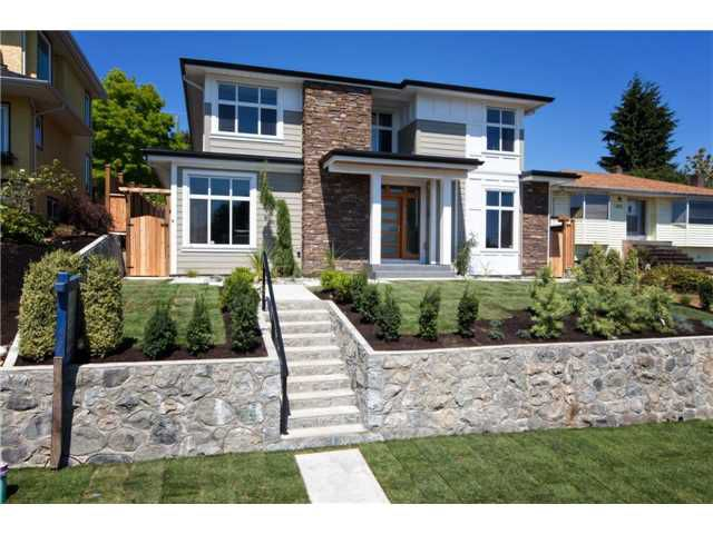 Main Photo: 816 E 4TH Street in North Vancouver: Queensbury House for sale : MLS®# V1134822