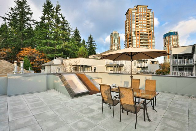 """Main Photo: 20 7345 SANDBORNE Avenue in Burnaby: South Slope Townhouse for sale in """"SANDBORNE WOODS"""" (Burnaby South)  : MLS®# R2009318"""