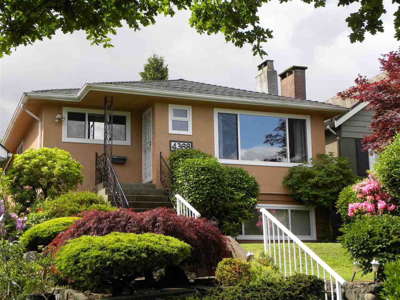 "Main Photo: 4368 CAMBRIDGE Street in Burnaby: Vancouver Heights House for sale in ""Vancouver Heights"" (Burnaby North)  : MLS®# R2074790"
