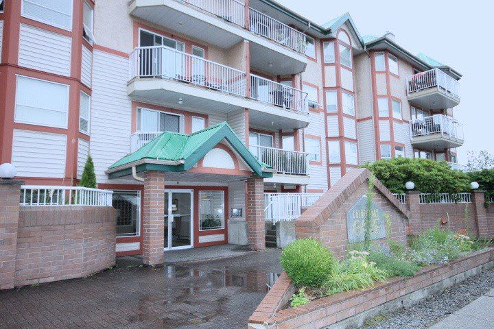 """Main Photo: 328 22661 LOUGHEED Highway in Maple Ridge: East Central Condo for sale in """"GOLDEN EARS GATE"""" : MLS®# R2088512"""