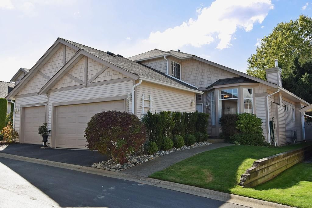 """Main Photo: 151 9012 WALNUT GROVE Drive in Langley: Walnut Grove Townhouse for sale in """"Queen Anne"""" : MLS®# R2110332"""