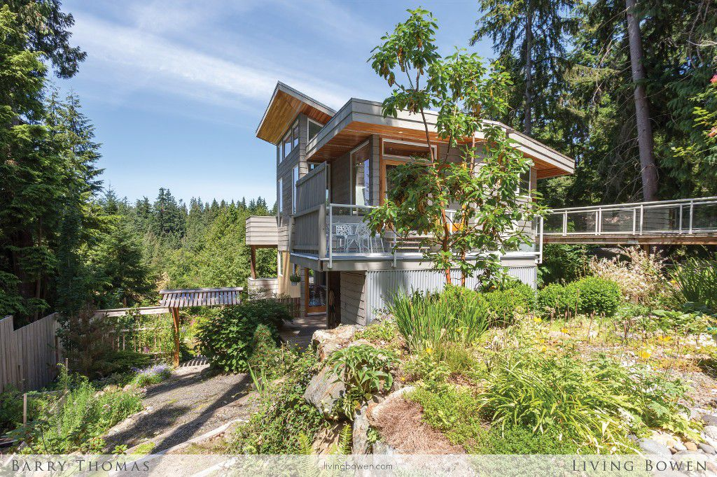 Main Photo: 1600 White Sails Drive in Bowen Island: Tunstall Bay House for sale : MLS®# R2187088