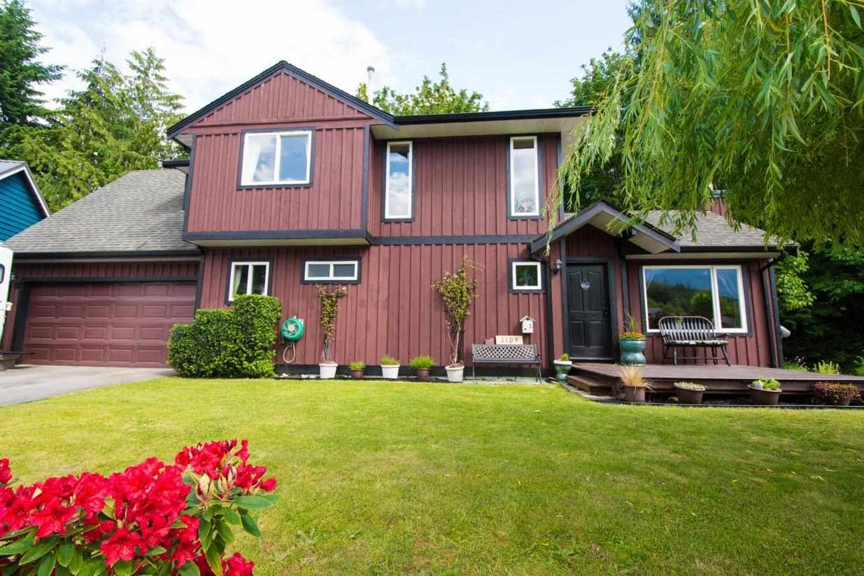 "Main Photo: 1109 PLATEAU Crescent in Squamish: Plateau House for sale in ""Plateau"" : MLS®# R2254232"