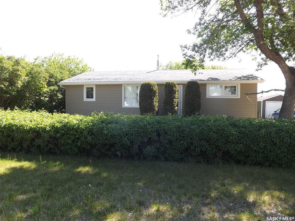 Main Photo: 407 Eisenhower Street in Midale: Residential for sale : MLS®# SK776956