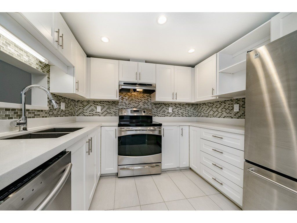 """Main Photo: 304 10082 132 Street in Surrey: Whalley Condo for sale in """"MELROSE COURT"""" (North Surrey)  : MLS®# R2387154"""