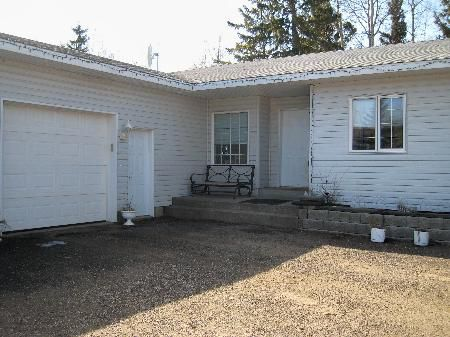 Main Photo: REDUCED! PRICED TO SELL! Exceptionally Well Maintained, Clean Family Home at an Affordable Price!