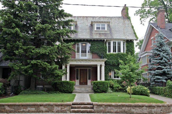Main Photo: 4 Binscarth Road in Toronto: Rosedale-Moore Park Freehold for sale (Toronto C09)  : MLS®# C1892236