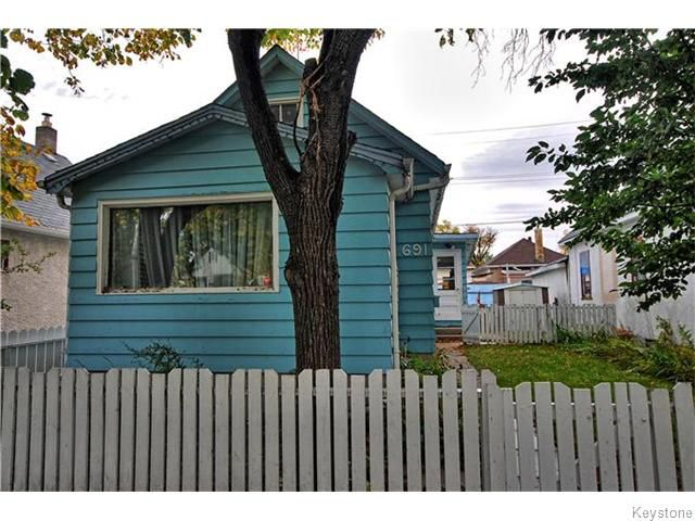 Main Photo: 691 Magnus Avenue in WINNIPEG: North End Residential for sale (North West Winnipeg)  : MLS®# 1527086