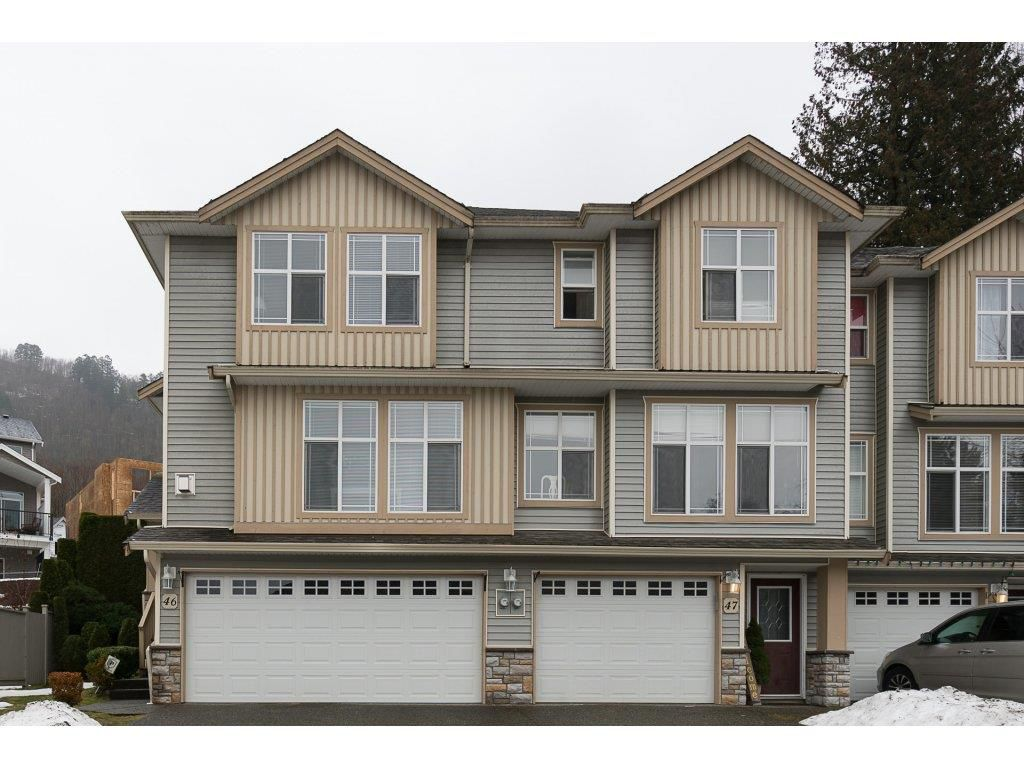 """Main Photo: 46 46906 RUSSELL Road in Sardis: Promontory Townhouse for sale in """"Russell Heights"""" : MLS®# R2142193"""