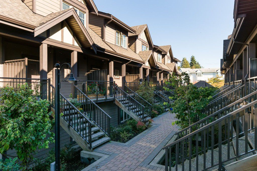 """Main Photo: 206 7227 ROYAL OAK Avenue in Burnaby: Metrotown Townhouse for sale in """"Viva"""" (Burnaby South)  : MLS®# R2216874"""
