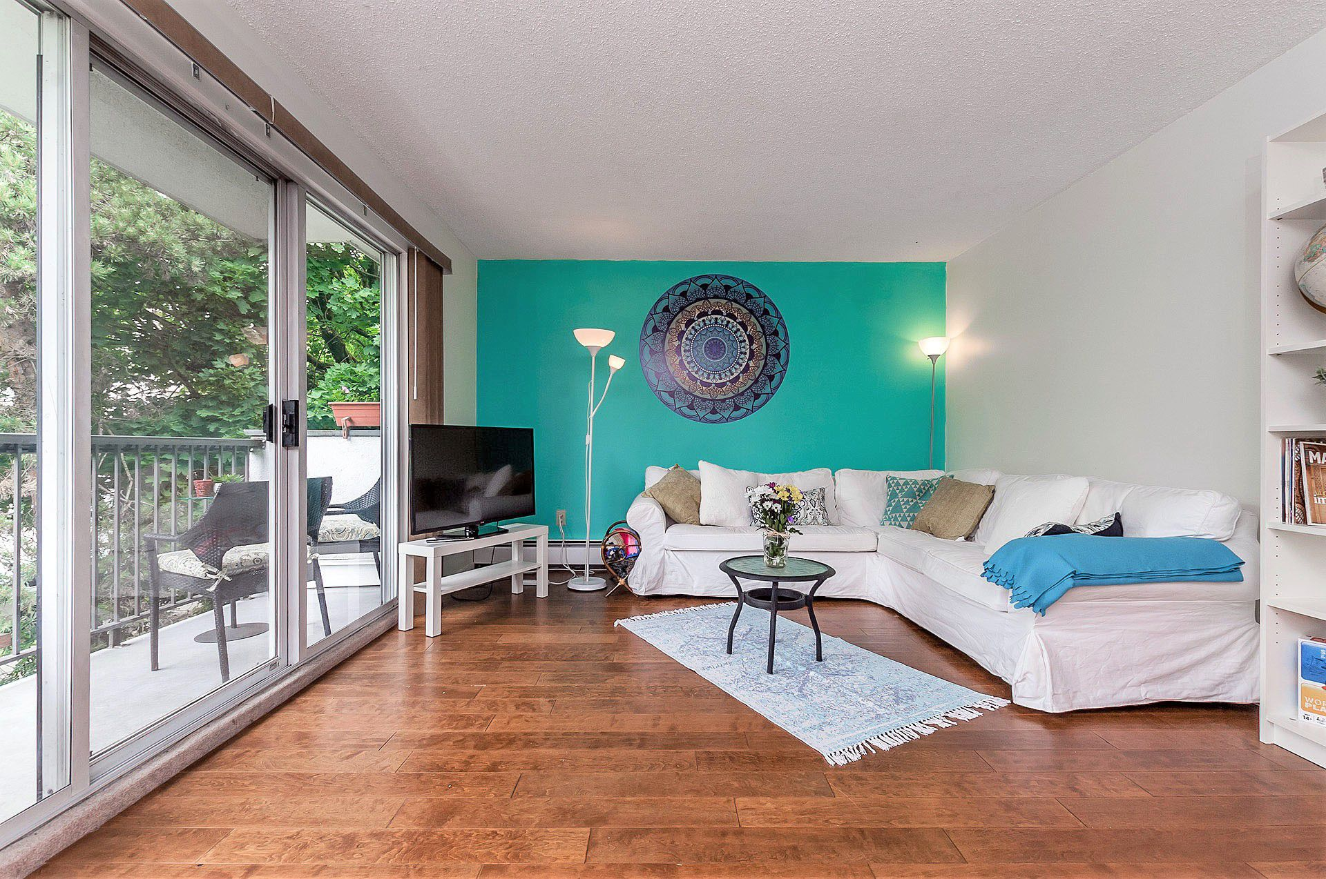 "Main Photo: 401 428 AGNES Street in New Westminster: Downtown NW Condo for sale in ""SHANLEY MANOR"" : MLS®# R2275963"