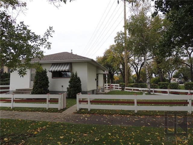 Main Photo: 221 Electa Street in Winnipeg: Weston Residential for sale (5D)  : MLS®# 1826405