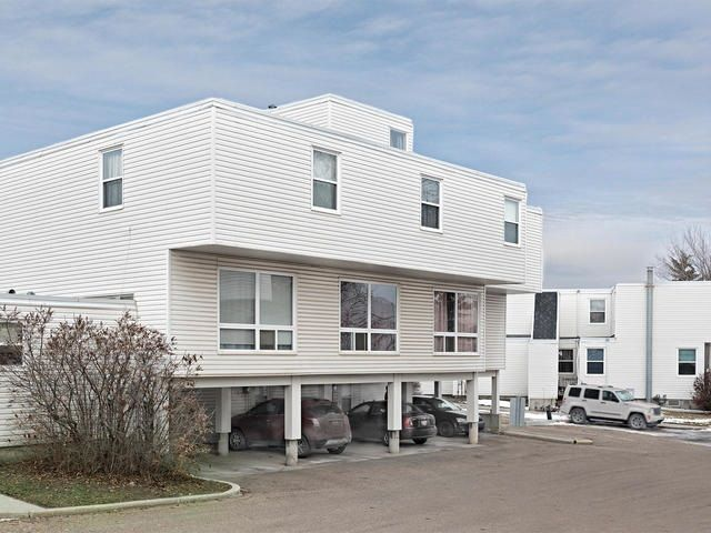Main Photo: 8556 38A Avenue in Edmonton: Zone 29 Townhouse for sale : MLS®# E4136755